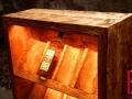 Weinregal 12 Flaschen Fichte gehackt und gebeizt Detailansicht 2.jpg